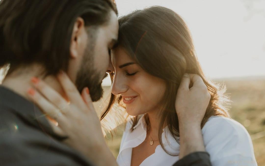 Inspiratie voor je romantische fotoshoot bij zonsondergang